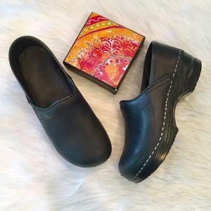 Dansko Black Leather Clogs, Youth 33